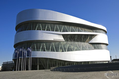 Mercedes-Benz Museum (rbpdesigner) Tags: building slr cars tourism car sport architecture race germany deutschland mercedes europa europe stuttgart culture voiture grandprix coche mercedesbenz architektur carro 5d autos turismo allemagne  esporte corrida motorracing cultura coches gp alemanha daimler autounion dreammachine bundesrepublikdeutschland badenwrttemberg sonhodeconsumo bundesland  llens canoneos5d mercedesbenzmuseum mercedesmuseum  canonllens gaisburg silverarrows silberpfeile  lentel canonef1635mmf28liiusm estugarda velhomundo   bundeslandbadenwrttemberg velhocontinente museumercedes mquinadossonhos repblicafederaldaalemanha autouniongrandprixmotorracing