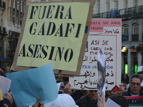 """Cartel: """"Fuera Gadafi asesino"""""""