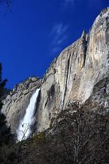 Yosemite Falls beside Lost Arrow (Cliff Stone) Tags: yosemitefalls landscape waterfall yosemite yosemitenationalpark yosemitevalley circularpolarizer lostarrow sierranevadamtns canoneos40d canonefs1585is