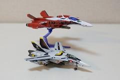1/100 YF-29 デュランダルと VF-1S バルキリー