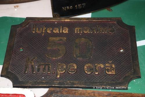 viteza inscriptionata pe o placuta atasata locomotivei