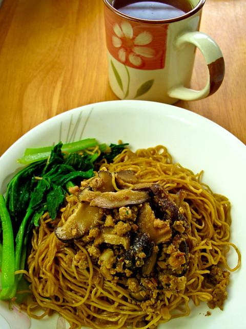 IMG_1474 Minced meat wanton mee, 肉碎云吞面 and tea ,茶