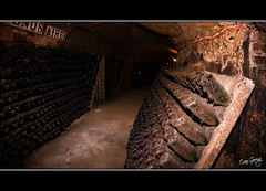 Catacombes de Codorniu (scar Garriga) Tags: spain wine bottles interior sony tunnel catalonia caves catalunya alpha tunel cava vino barcelones codorniu botellas a700 santsadurndanoia botelles sortidazz