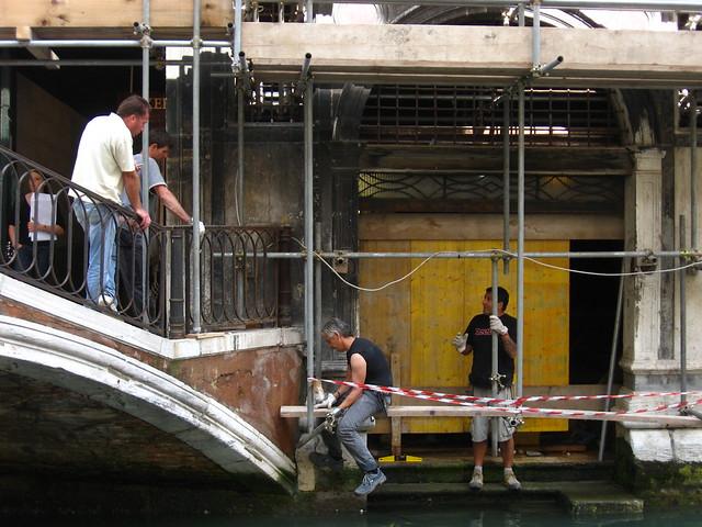 ヴェネツィアの作業員のフリー写真素材