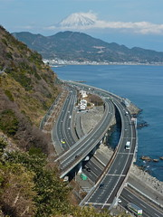 Mt. Fuji, the JR Tokaido Line, National Rte 1, the Tomei Expressway and the Old Tokaido from Satta Toge (Pass) on the Old Tokaido