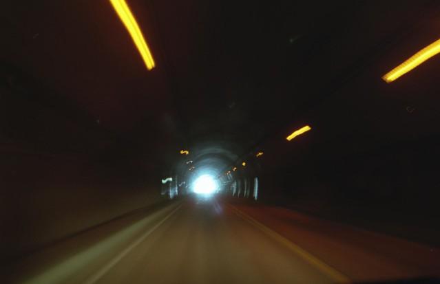 トンネル内部のフリー写真素材