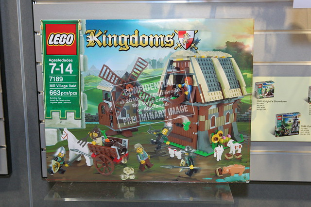 LEGO Toy Fair - Kingdoms - 7189 Mill Village Raid - 01