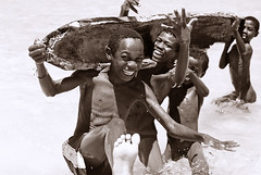 MDG-Baie de Sakalava-1101-146-bw2 (anthonyasael) Tags: ocean africa wood boy sea portrait people playing game boys water smile smiling horizontal kids swimming children fun happy boat wooden kid jumping child transport indianocean happiness sunny canoe portraiture afrika leisure amused adolescent madagascar enjoying navigating mdg boysonly diegosuarez antsiranana childrenonly sakalava baiedesakalava anthonyasael