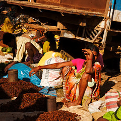 Tribals in Chhattisgarh haat (Olivier Th) Tags: voyage trip travel winter vacation people india man men canon eos photo asia market indian hiver reporter picture culture tribal tribes indians asie aboriginal tribe hindu haat march indien thao hommes gens indigenous inde reportage tribu troc indiens aborigne indienne republicofindia tribals centralindia journalisme adivasi chhattisgarh digitalcameraclub indiennes photoreportage scheduledtribes bastar colorphotoaward aborignes trubu  lohandiguda