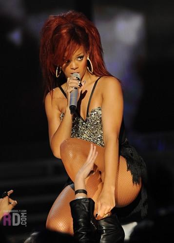 Rihanna / Live