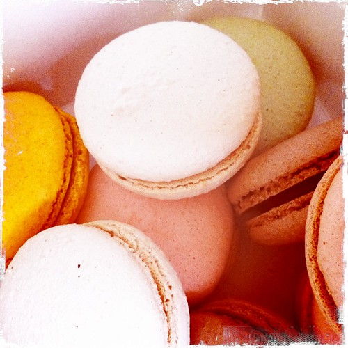 birthday macarons