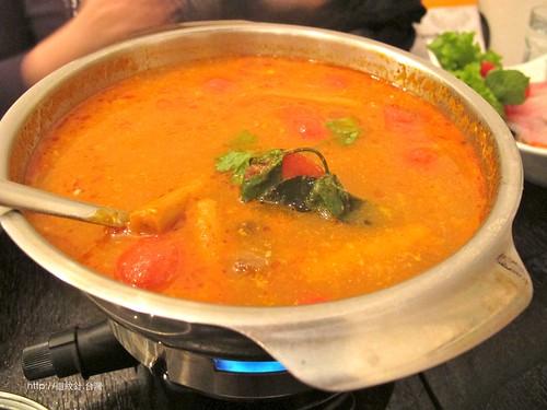 kiki Thai cafe 酸辣海鮮火鍋