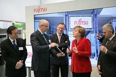 021_CeBIT_Fujitsu_Blog_Merkel_-20110301-100851-2 (Fujitsu_DE) Tags: cebit halle2 erstertag cebit2011 cebit11
