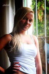 """ Une Femme amoureuse "" (-Ana Lía-) Tags: femme amoureuse mujer joven argentina mardelplata atardecer nostalgia luz nikon mirada lluvia retrato jardín verano mesdelamujer mulher woman frau donna женщина lafotodelasemana analialarroude imagen concordians"