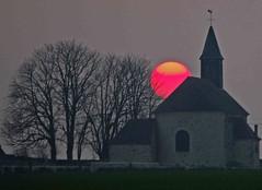 Eglise de Boullay-les-Troux  au soleil couchant un jour de brume. (jmsatto) Tags: église wow1 essonne soleilcouchant hurepoix olétusfotos doublyniceshot mygearandme mygearandmepremium mygearandmebronze vboullaylestroux