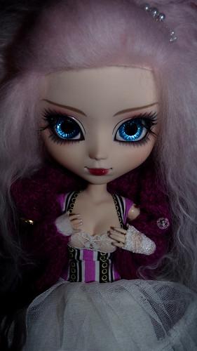 Suzuka [Neo Noir] regardes moi comme je suis belle!  P.74 5495583786_86dbef6482