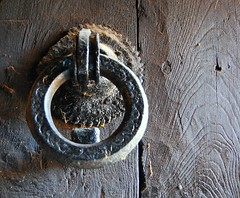 Picaporte de El Puig de la Balma Siglo XII (tetegil) Tags: barcelona puerta madera catalunya mura  aldaba picaporte sigloxii nikond60 hierroforjado  elpuigdelabalma fototetegil