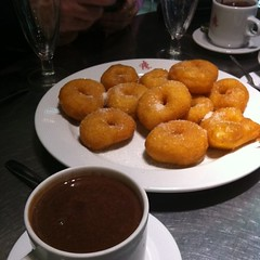 Chocolate con buñuelos