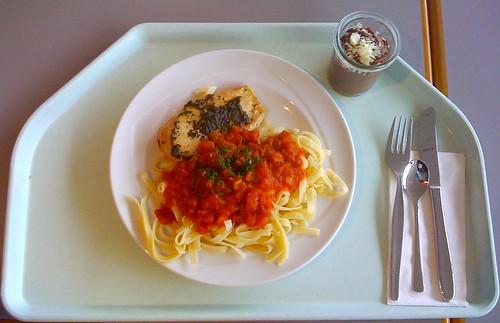 Hähnchenbrust & Tagiatelle al tomate