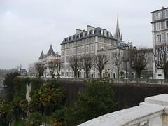 Pau (Pyrnes Atlantiques): le boulevard des Pyrnes (Marie-Hlne Cingal) Tags: france southwest 64 pau sudouest aquitaine barn pyrnesatlantiques