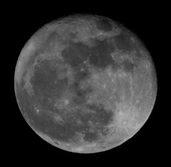 Moon (Luigi Bagatella) Tags: italy moon canon eos march italia luna 20 marzo 20th padova 2011 extender2x ef70200f4is 5dmarkii luigibagatella