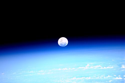 Mondaufgang über der Erde, aufgenommen am 21.03.2011 von Paolo Nespoli