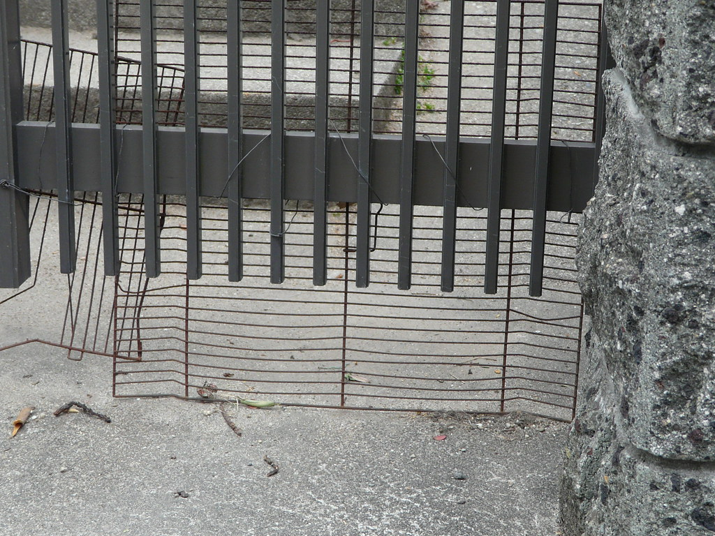 Dog Enclosure in Wire Rack and Breeze Block