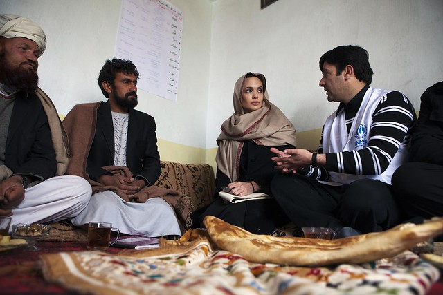 Angelina Jolie promotes reintegration of former Afghan refugees by UNHCR