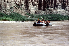 34-271 (ndpa / s. lundeen, archivist) Tags: nick dewolf nickdewolf color photographbynickdewolf 1970s 1973 film 35mm 34 reel34 arizona northernarizona southwesternunitedstates grandcanyon coloradoriver raftingtrip raftingexpedition rafting river riverrafting raft sandersonriverexpeditions srig people lifejacket lifepreserver flotationdevice inflatable sanderson