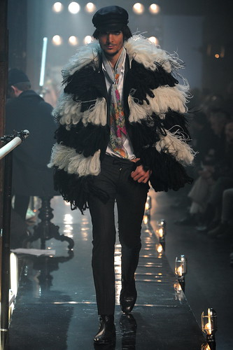 AW11M-JGalliano-076.JPG.download