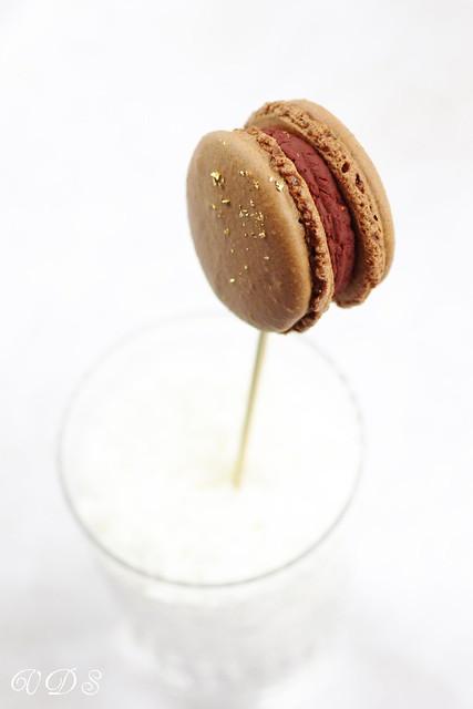 Chocolate and raspberry macaron (lollipop version)