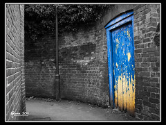 The Blue Door (Mark J Pearce) Tags: door uk blue england bw color colour canon buckinghamshire pop accent marlow selective mjp pse8 t189522011week5