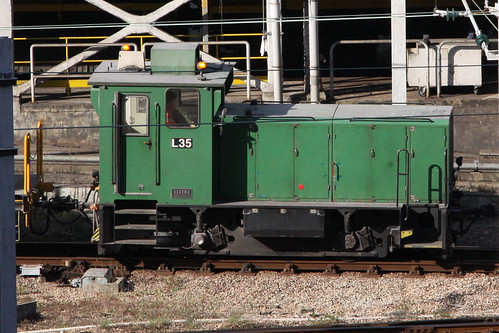 MTR diesel loco L35 shunting at Kowloon Bay depot