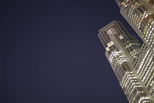 東京都庁とオリオン座