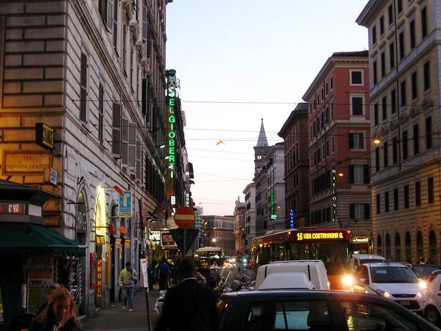 テルミニ駅前のフリー写真素材
