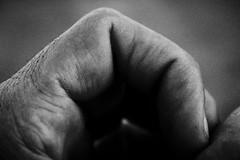 high & dry (Rubin_fps) Tags: bw blanco canon hand hole finger nail negro mano primer plano dedo hueco t1i