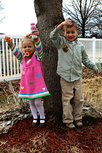 kids-by-tree