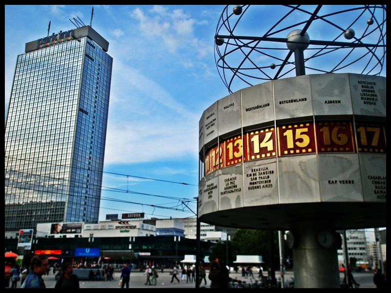 Park Inn & Weltzeituhr - Alexanderplatz -Berlin-