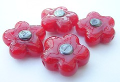 Poppies (Glittering Prize - Trudi) Tags: uk glass beads trudi lampwork sra glitteringprize fhfteam britlamp thgg