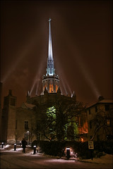 minneapolis church (Dan Anderson.) Tags: light snow church minnesota architecture night downtown cross cathedral snowy gothic spotlight steeple spire needle snowing twincities mn hennepin elycathedral methodistchurch hennepinavenueunitedmethodistchurch minneapols loweryhill