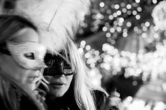 della serie CARNEVALE 2011 ... donne di luce (Maria Grazia Marrulli) Tags: dellaseriecarnevale2011 carnevale carnival masquerade mask piume ritratti persone donne women sguardi bookeh luci notturno biancoenero mosso inmovimento circolomicromosso lagoon laguna lagunaveneta rialto venezia veneto italia viaggio travel