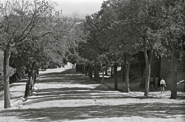 Subida de la Granja en Toledo hacia 1967. Fotografía de John Fyfe