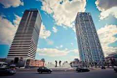 Plaça dels Voluntaris (Florent Solt) Tags: barcelona blue sky tower marina angle wide wideangle barceloneta