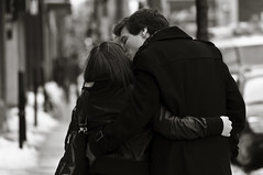 he loves her too! (stephane (montreal)) Tags: street winter people white snow black love photography couple photographie noiretblanc montreal candid hiver young amour neige rue et blanc personne gens stephane urbaine paquet 2011noir