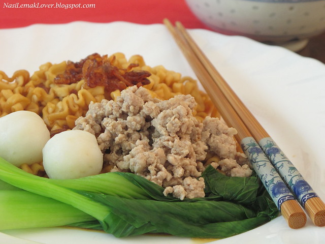 Kong Low noodles (dried sauce noodles)