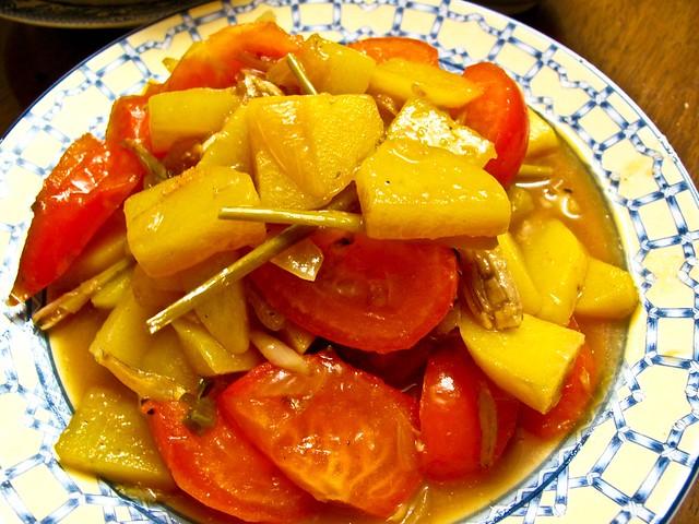 IMG_1361  江鱼仔 + 香茅+ 马铃薯+ 番茄+ 青辣椒+ 鱼露+ 糖