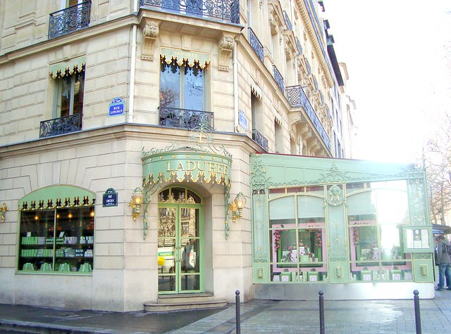 Ladurée - Avenue des Champs-Élysées