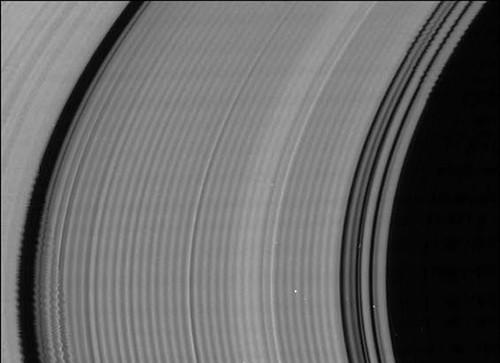 Ondulaciones en el anillo C de Saturno