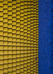 Bow to Me. (Shuttersouls) Tags: nikon colour colors composition streetphotography street yellow blue rithm