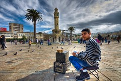 Seller, Izmir (Nejdet Duzen) Tags: city trip travel people turkey square pigeon trkiye clocktower seller izmir insan gvercin meydan turkei seyahat satc ehir saatkulesi saariysqualitypictures mygearandme konay